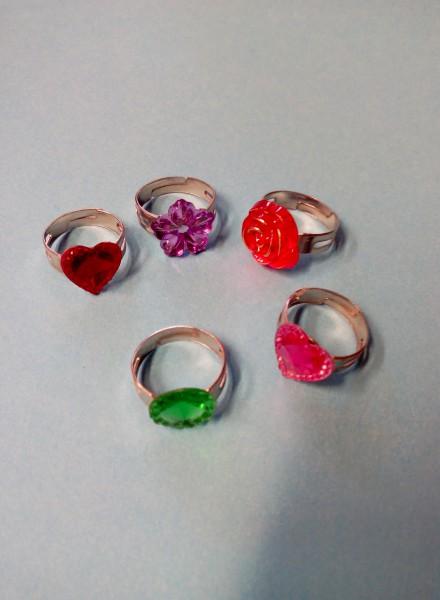 Kinderringe silberfarbig mit bunten Steinen